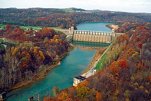 English: Conemaugh River Lake Dam near Saltsbu...