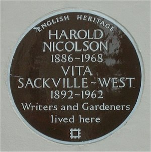 """English: A brown """"Blue plaque"""" to Vi..."""