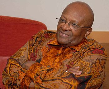English: Desmond Tutu in San Diego, California...