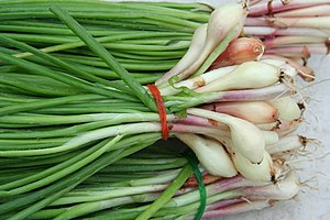 English: Bunches of scallions / green onions (...