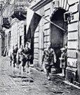 Patrouille der Aufständischen Anfang August 1944