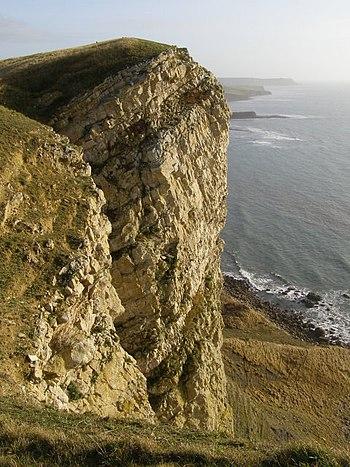 English: Precipice, Gad Cliff This vertical pr...