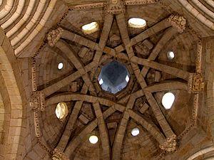 English: Cimborrio de la iglesia de San Miguel...