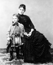 Franklin Delano Roosevelt with his mother Sara, 1887.jpg