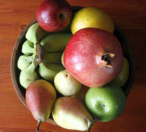 English: Fruit bowl - containing pomegranate, ...