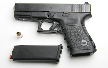 English: Glock 23 pistol