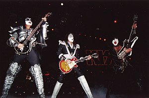English: Kiss live at Paris in 1999.