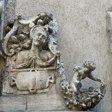 Détail du Puits d'amour, dans la cour d'honneur de la bibliothèque municipale de Dijon, 5 rue de l'École de Droit (Dijon, Côte d'Or, Bourgogne)