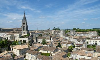English: The town of Saint-Emilion