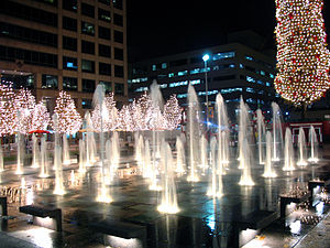 English: Fountains at crown center, Kansas Cit...