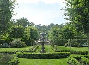 English: Garden of House off A36 - Claverton