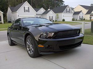 English: A picture of a black 2011 Ford Mustan...