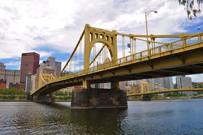 "Did you know that Pittsburgh is home to 446 bridges? It's officially the city with the most bridges in the world, with three more than former world leader, Venice, Italy. It's no wonder Pittsburgh has been dubbed ""The City of Bridges"".Click over for Carpe Travel's list of 10 fun things to do in #Pittsburgh with kids."