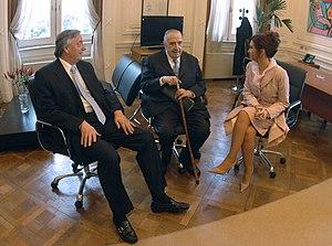 La presidente Cristina Fernández, junto a los ...