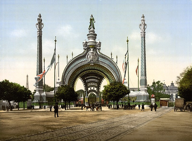 The main entrance of the Exposition Universal in 1900 in Paris, displaying the triumph gate by René Biné (1866-1911).