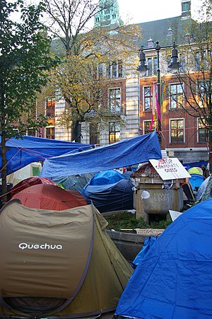 English: Tents of the Occupy-movement in front...