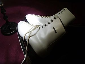 English: Ice skates. Found in a dumpster. Sweden.