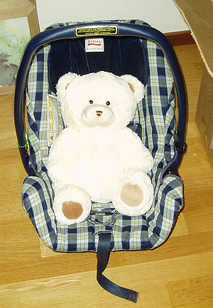 English: Baby car seat Svenska: Babyskydd