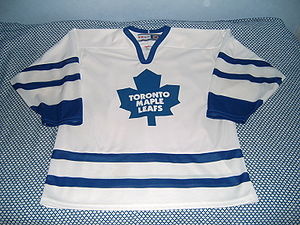 English: Toronto Maple Leafs' ice hockey jerse...