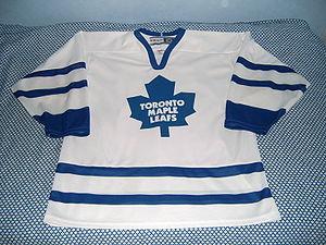 Toronto Maple Leafs' ice hockey jersey.