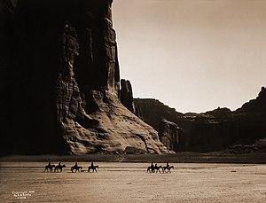 E. S. Curtis (1904): Canon de Chelly – Navajo....