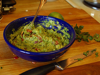 English: Guacamole in a bowl. Photograph taken...