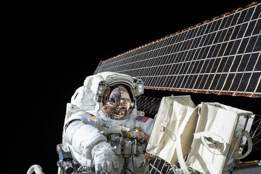 ISS-45 EVA-2 (a) Scott Kelly.jpg