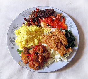 English: Delicious and succulent Nasi Kuning I...