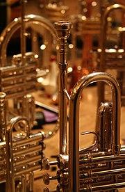 Trompet, salah satu jenis alat musik tiup.
