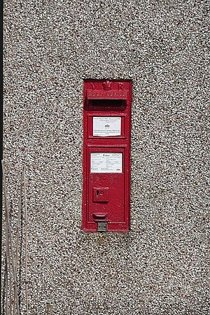 English: Victorian postbox Second one seen tod...