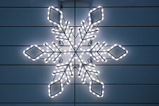 https://i2.wp.com/upload.wikimedia.org/wikipedia/commons/thumb/5/5e/Christmas_light_in_form_of_a_star.jpg/320px-Christmas_light_in_form_of_a_star.jpg