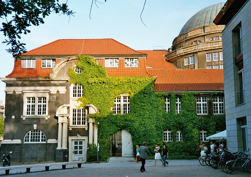 Archivo:Hamburg-university-2005-05.png