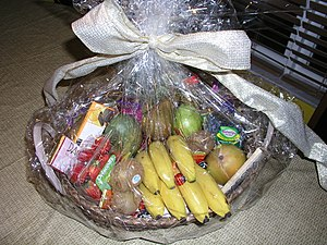 English: A containing fruit and other food ite...