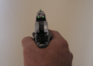 English: Handgun showing self lighting Tritium...