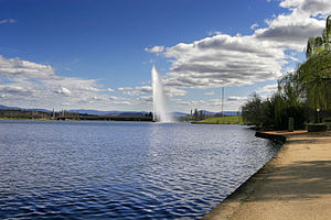 Lake burley griffin02