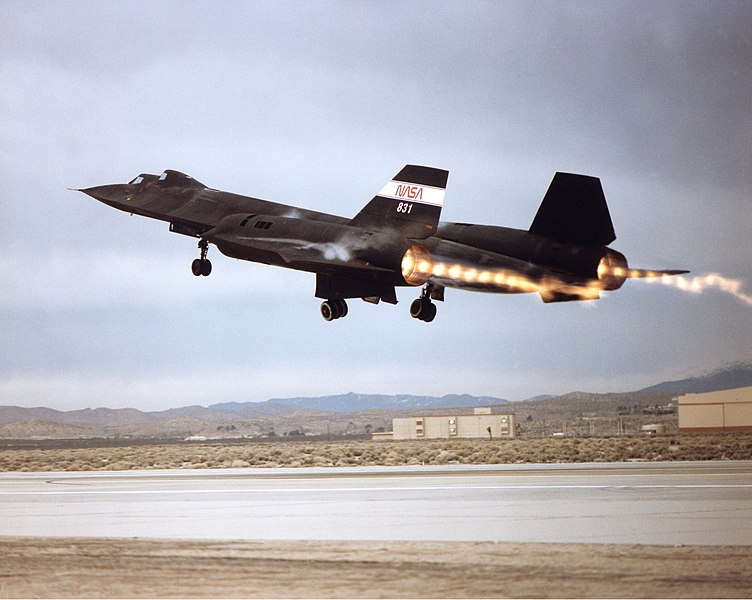 File:SR-71 Takeoff with Afterburner Showing Shock Diamonds in Exhaust.jpg