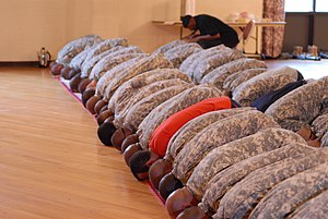 English: Muslim Soldiers bow down in prayer du...