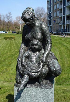 Denhaag kunstwerk moeder en kind