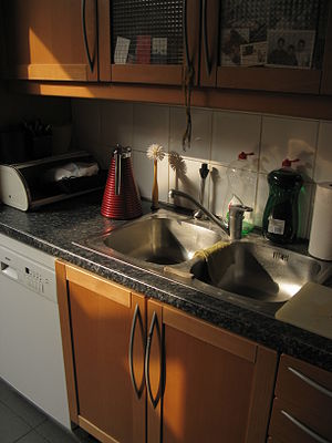 English: Sun and dark in the home kitchen.
