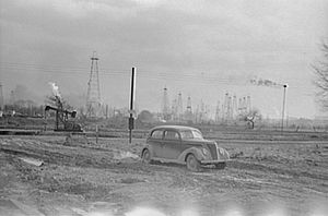 1940 Oil field, Marion County, near Salem, Ill...