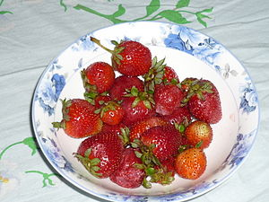 English: a Plate full of Strawberries.