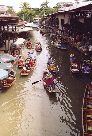 Damnoen Saduak Floating Market in Ratchaburi, ...