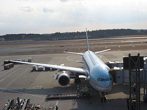 A Korean Air Boeing 777 at Narita Internationa...