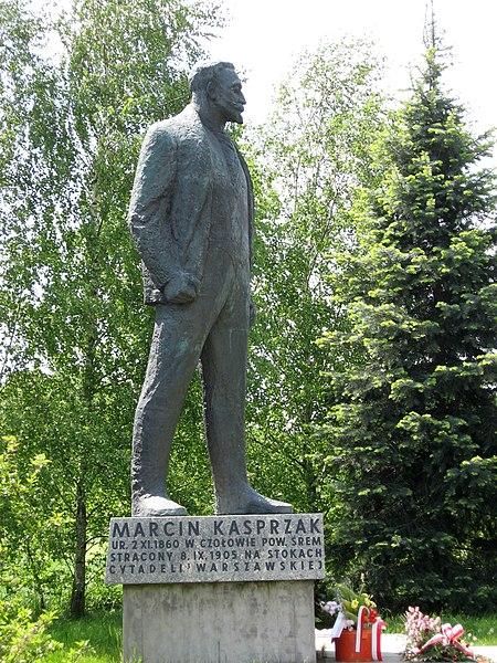 File:Marcin kasprzak pomnik czolowo.jpg