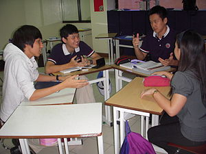 English: MITIS students having s discussion