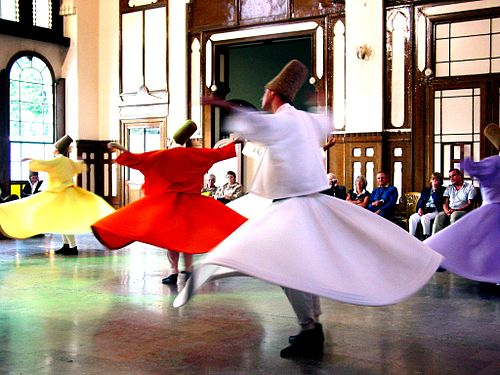 https://i2.wp.com/upload.wikimedia.org/wikipedia/commons/thumb/6/64/Whirling_Dervishes_2.JPG/500px-Whirling_Dervishes_2.JPG