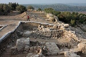 Qeiyafa_western_gate1