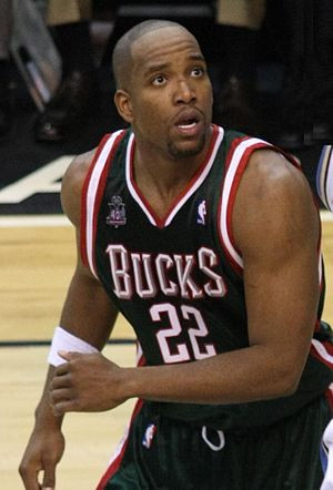 English: Michael Redd playing with the Milwauk...