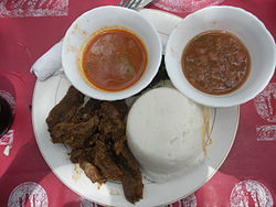 250px-Ugali_with_beef_and_sauce.JPG (250×188)