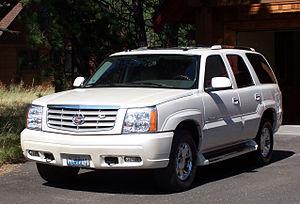 2005 Cadillac Escalade (front view)
